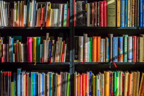 scaffale cantabile, libri. musica per crescere